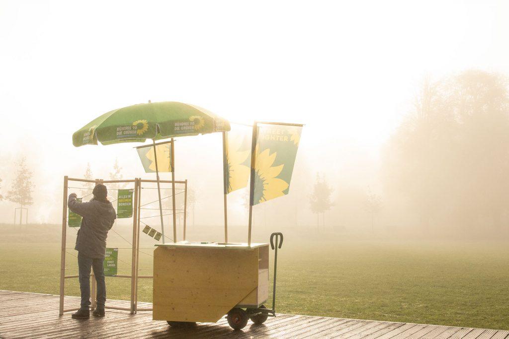 Hat sogar einen Sonnen-/Regenschirm